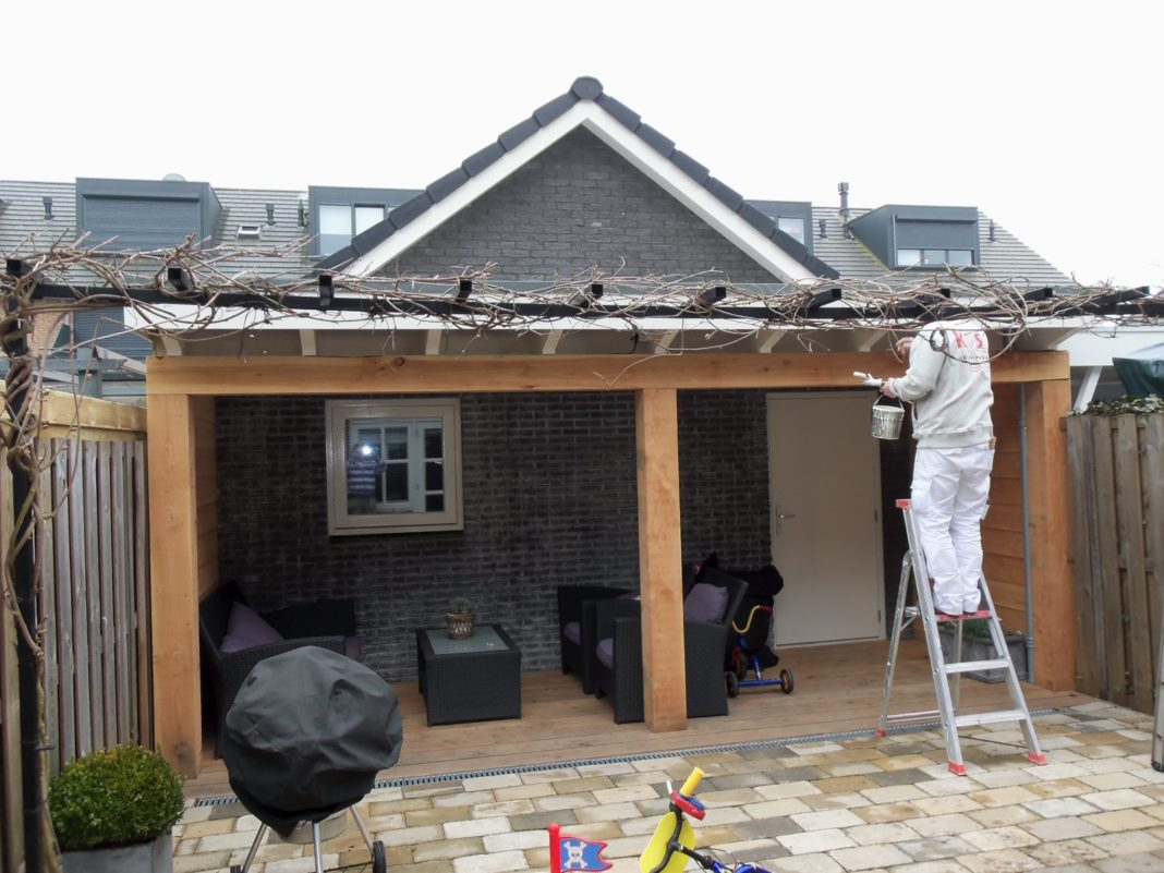 Schuur met veranda muijs bouw - Veranda met stenen muur ...